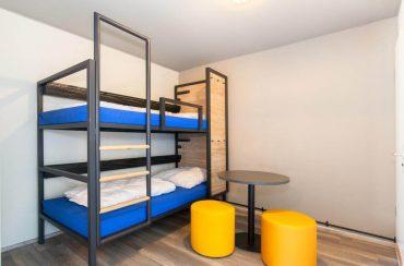 Metalowe łóżko piętrowe, dedykowane dla branży hotelowej
