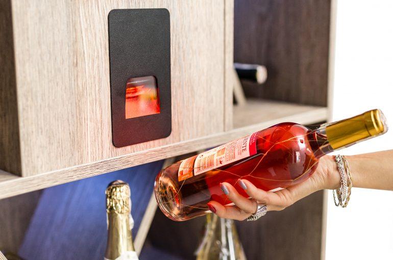 Interactive wine stand