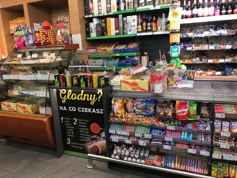 """The instalation of Hot-dog module in """"Delikatesy Centrum' in Rzepiennik Strzyżewski"""