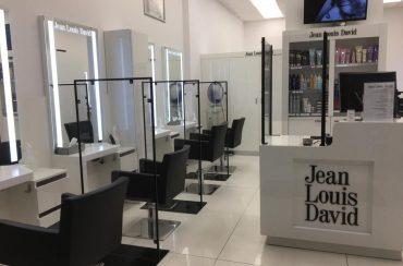 Nasza realizacja osłon antywirusowych w salonie fryzjerskim!