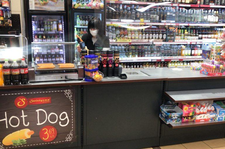 (Polski) Nasz Moduł hot dog, dla sklepu spożywczego, stanął w Delikatesach Świeżyzna.