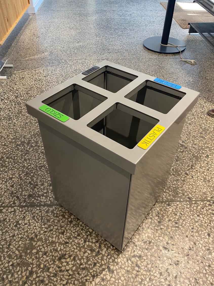 kosz metalowy do segregacji w układzie kwadratowym realizacja